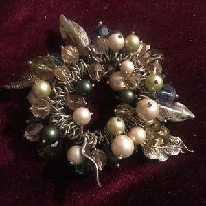Beautiful Elastic Pearls & Leaves Bracelet